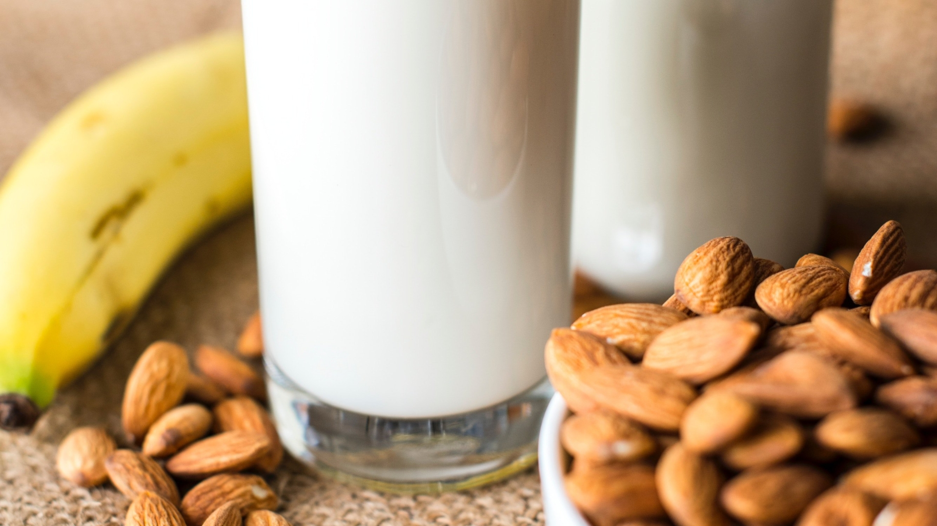bananas, (almond) milk and almonds